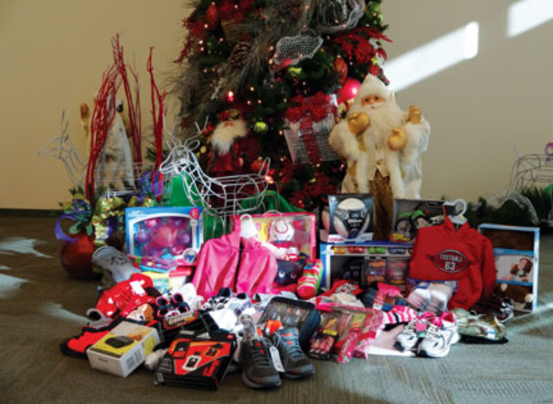 Sam Houston EC Shares Christmas Joy with Local Family